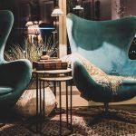 Conforto além da tendência: poltronas e cadeiras são peças-chave na decoração